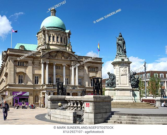 Hull City Hall and Queen Victoria Statue in Queen Victoria Square Hull Yorkshire England