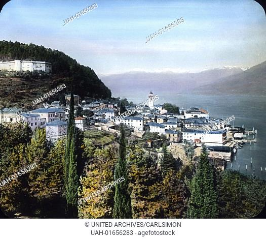 View to the municipality of Bellagio and the Villa Serbelloni, situated above Bellagio on the Lake Como in Northern Italy. Image date: circa 1910