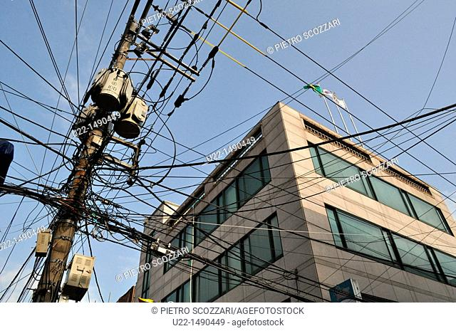 Busan (South Korea): electricity wires mess in the city center