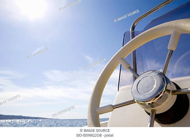 Steering wheel of a speed boat