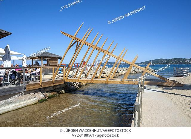 Modern bridge, Port Grimaud, Var, Provence-Alpes-Cote d`Azur, France, Europe