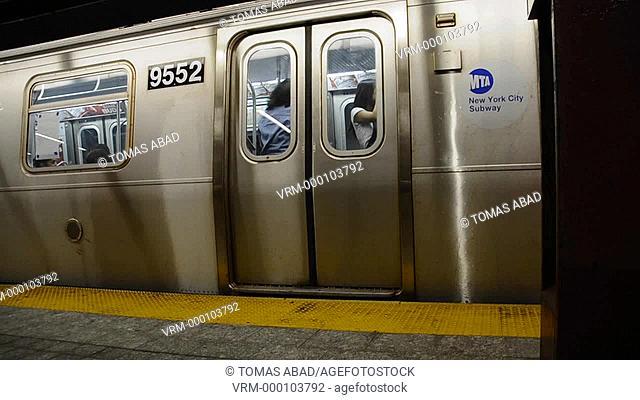 Subway Metro Train, 34th Street, Herald Square, Manhattan, Broadway, New York City, USA