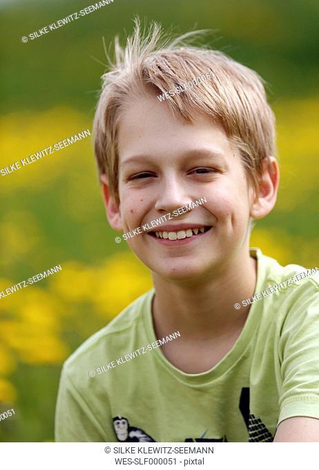 Germany, Baden Wuerttemberg, Portrait of boy in meadow, smiling