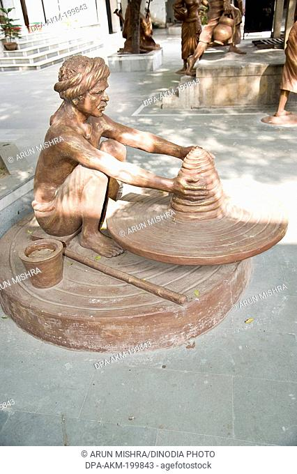 potter sculpture, kabir math, varanasi, uttar pradesh, Asia, India