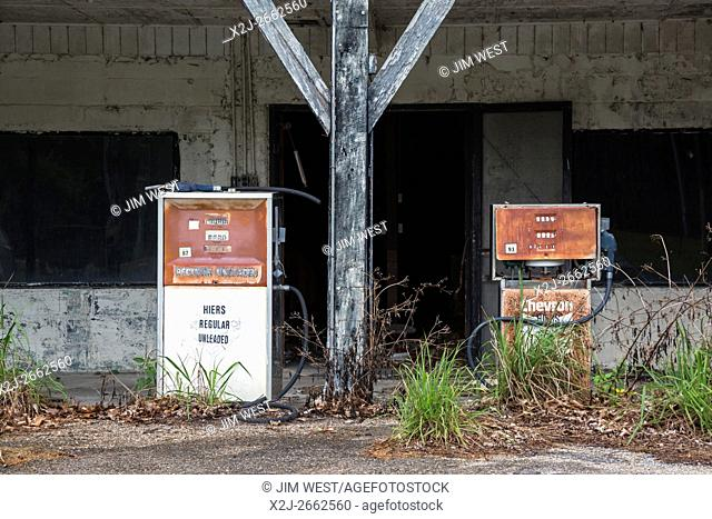 Eddy, Florida - Abandoned gas station at the edge of the Okefenokee Swamp