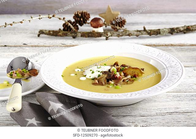 Potato soup with fried porccini mushrooms, bacon and cream