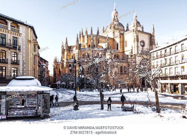 Catedral de Segovia and Plaza Mayor con nieve. Castile-Leon, Spain