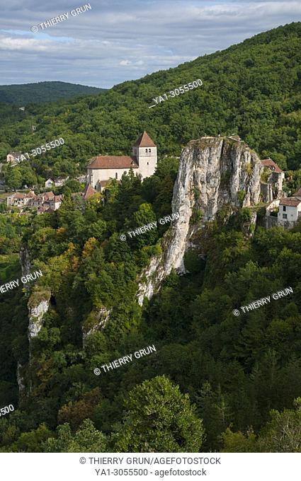 France, Quercy, Lot (46), Saint-Cirq-Lapopie village and La Popie rock