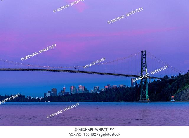 Lions Gate Bridge and Vancouver skyline at twilight, , Vancouver, British Columbia, Canada