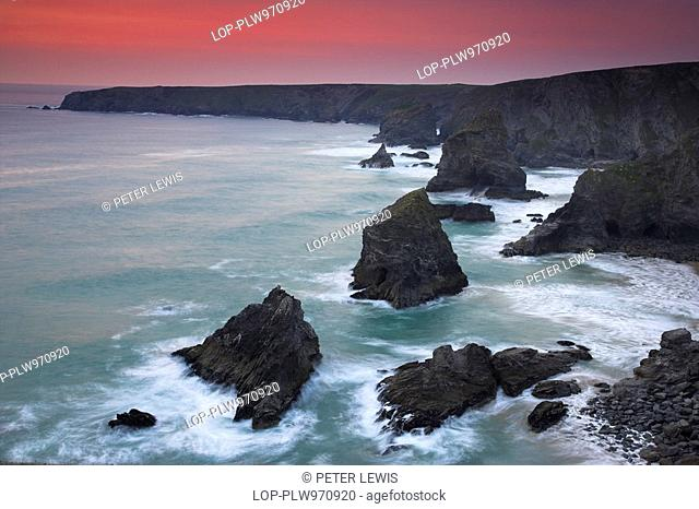 England, Cornwall, Bedruthan Steps, Sunset at Bedruthan Steps on the north Cornish coast. Bedruthan Steps are named after a mythological giant called Bedruthan...