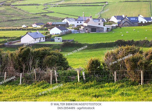 Ireland, County Kerry, Dingle Peninsula, Slea Head Drive, Dunquin, landscape, dusk