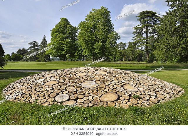 """""""""""""""""""""""Objets speriques"""""""", """"""""Sub-ex-terre"""""""" oeuvre d'Armin Schubert, installations perennes dans le parc historique du Chateau, Domaine de Chaumont-sur-Loire"""