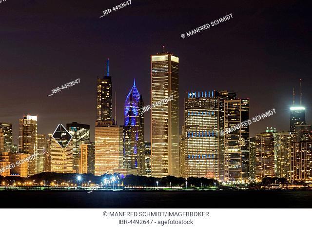Skyline at night, skyscrapers, Lake Michigan, Chicago, Illinois, USA