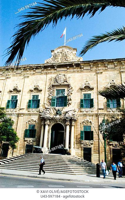 Imagen de un antiguo palacio de los Caballeros de la Orden de Malta, conocido como Albergue de Castilla, León y Portugal