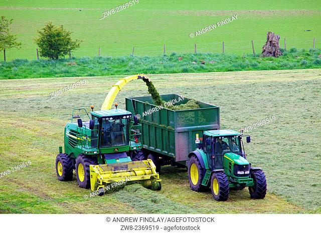 John Deere 7450 Self-Propelled Forage Harvesters and Bailey mechanical Silage trailer