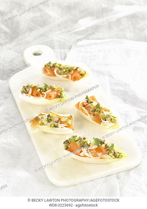 endivias rellenas de surimi y salmon / endives filled with surimi and salmon