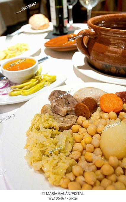 Cocido madrileño serving