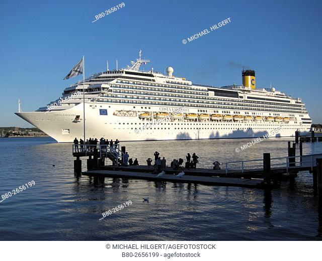 Landing stage, cruise liner, Kiel's Firth, Kiel, the Baltic Sea, Schleswig-Holstein, Germany, Europe , No Model Release