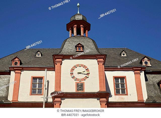 Altes Kaufhaus, Old Department Store with Augenroller figure, Florinsmarkt, Altstadt, Koblenz, Rhineland-Palatinate, Germany