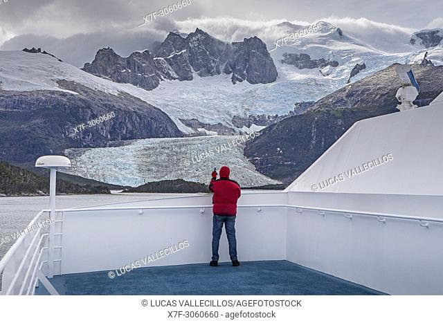 Pia Glacier, from Ventus cruise ship, Pia bay, in Beagle Channel (northwest branch), PN Alberto de Agostini, Tierra del Fuego, Patagonia, Chile