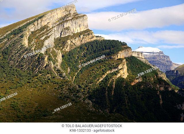 Mondoto 1962m and Punta de las Olas 3002m Añisclo Valley Huesca Pyrenees Spain