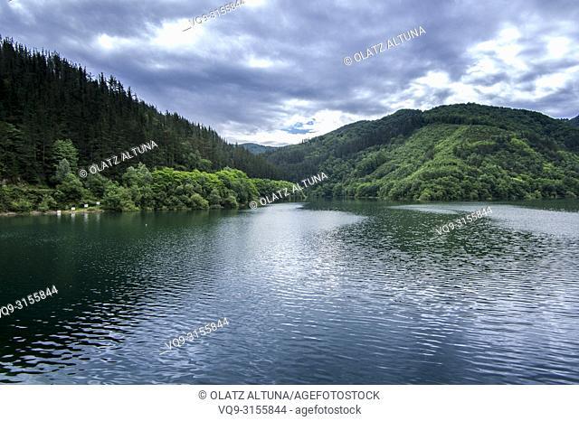 Embalse de Nuarbe reserovir, Basque Conuntry