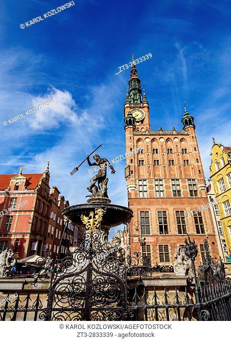 Poland, Pomeranian Voivodeship, Gdansk, Old Town, Neptune's Fountain and City Hall