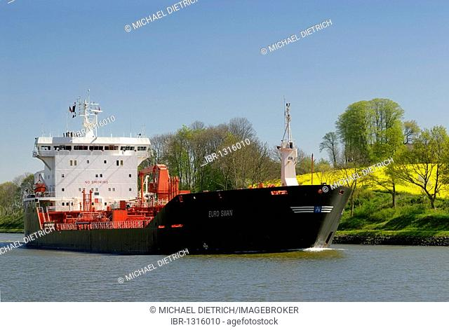 Tanker, LNG tanker on the Kiel Canal, Schleswig-Holstein, Germany, Europe