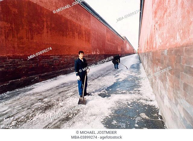 China, Peking, forbidden city, temple-wall, workers, snow-areas, winter, Asia, city wall, wall, street, way, ice, snow, snow-shovel, evacuates, shovels, work