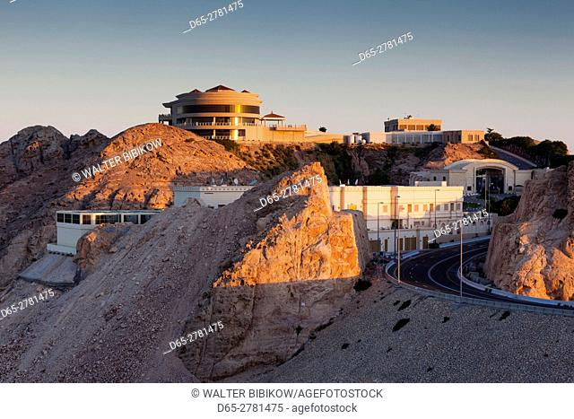 UAE, Al Ain, Jabel Hafeet, Al Ain's mountain, 1240 meters high, elevated view of mountain top palace