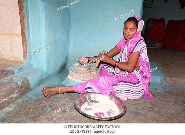 KOND TRIBE, Tribal woman grinding grains, Bhilaigadh Village, Taluka Saraipalli, Dist Mahasamundh, Chattisgarh, India