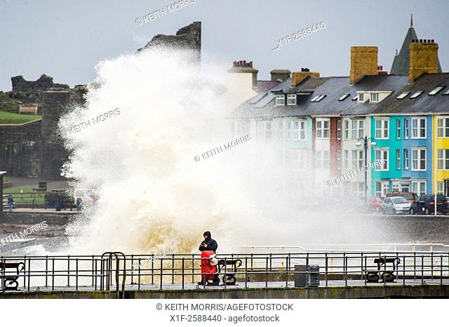 Aberystwyth Wales UK, Sunday 15 November 2015. . People watch and take photographs as the tail end of Hurricane Kate sweeps over the west of Wales bringing huge...
