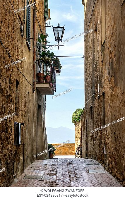 Image of a narrow alley in Pienza, Tuscany, Italy