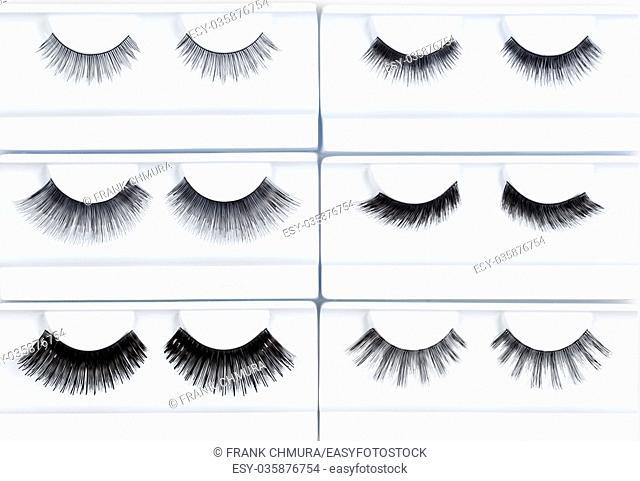 Set of Artificial Eyelashes in White Holder