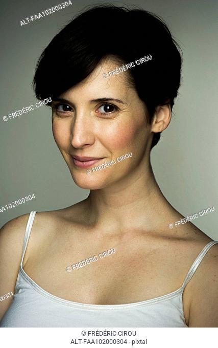 Mid-adult woman, portrait