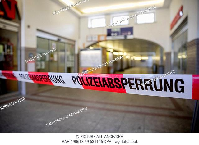 13 June 2019, Brandenburg, Oranienburg: A police barrier tape blocks access to the tracks during bomb disposal at Oranienburg railway station