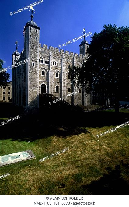 Low angle view of a castle, Tower Of London, London, England