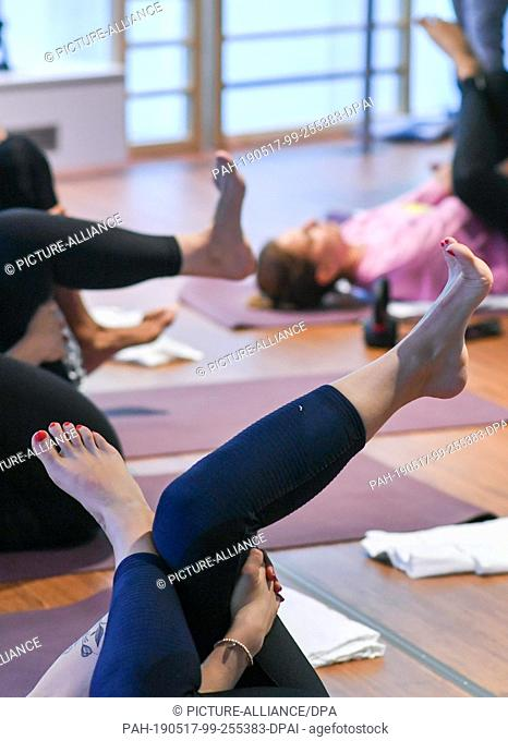 16 May 2019, Berlin: At the opening of the Yoga, Pilates and Barre-Studios of the John & Janes Soulbase interested people take part in a workout