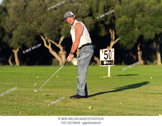 Golfer getting ready to swing