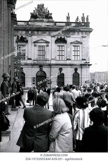 May 05, 1972 - Whitsuntide in EastBerlin: 600 000 Westbeliner use the occasion to visit Eastberlin over the whitsuntide. Photo shows visitors before the 'Neue...
