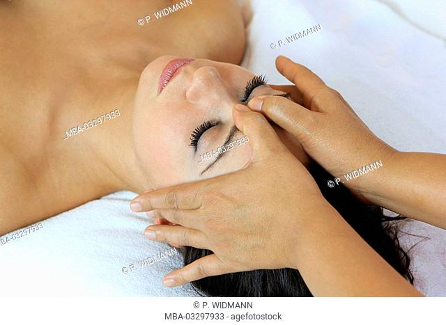 Young woman relaxes durring a massage