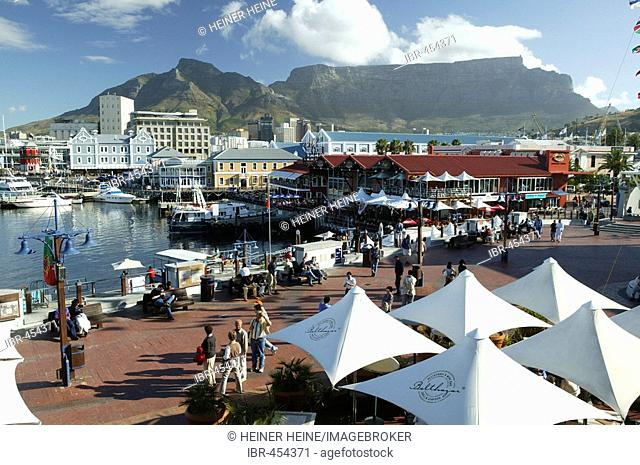 Promenade with tourists, Quay 4, Waterfront, Cape Town, South Africa