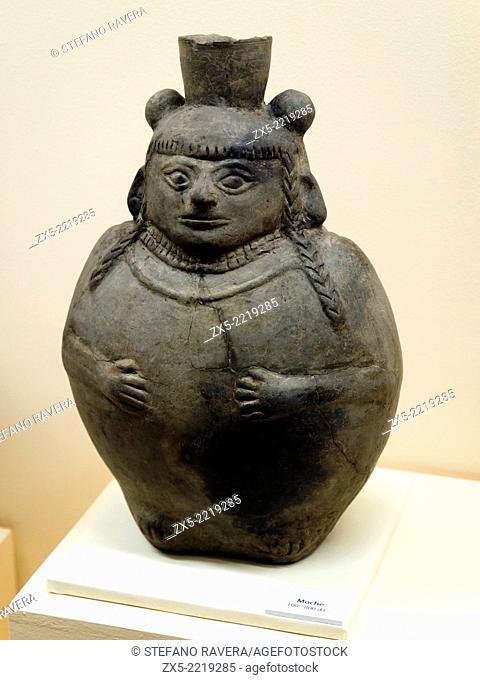 Bottle Moche 100 - 800 AD Museo de la Nación Collection Lima, Peru