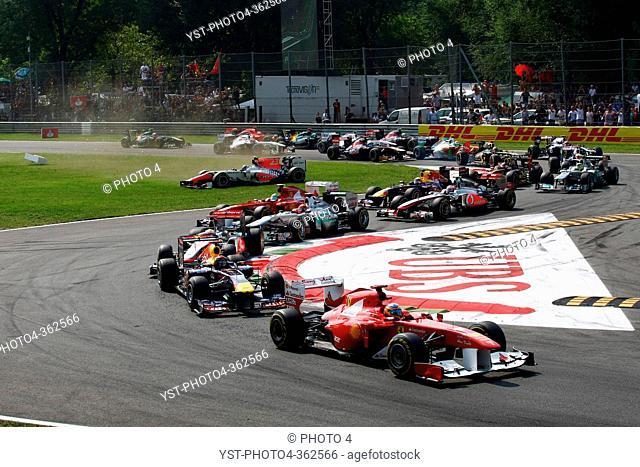 Race, Start of the race, Vitantonio Liuzzi ITA, HRT Formula One Team crash