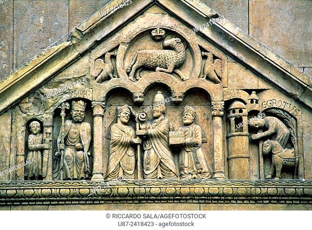 Italia, Emilia Romagna, Fidenza, St Donnino Cathedral, Detail Facade. . .