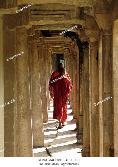 buddhistic monks at the Khmer temples of Angkor Wat, Cambodia, Angkor