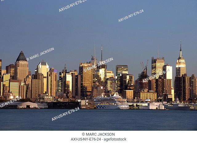 Manhattan skyline viewed from Weehawken, Manhattan, New York City, New York State, USA