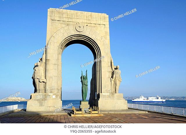 Monument aux Morts d'Orient & Ferry Marseille