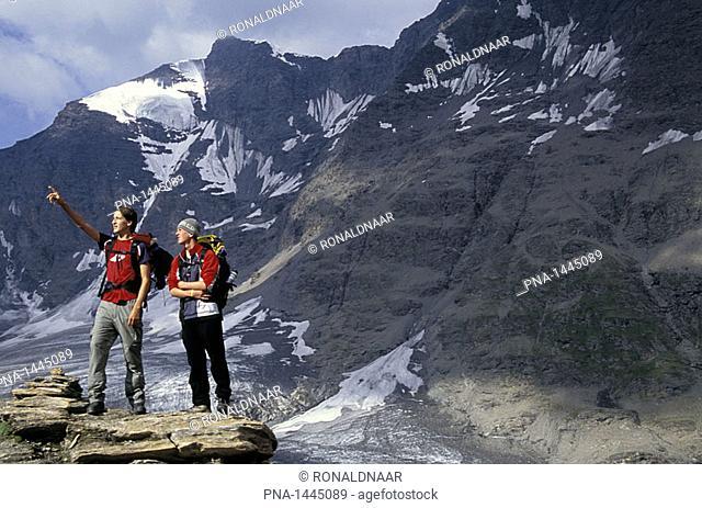 Walkers on Col Bassac Dere, Italian Alps