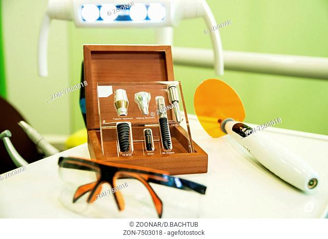 Tools for dental implants